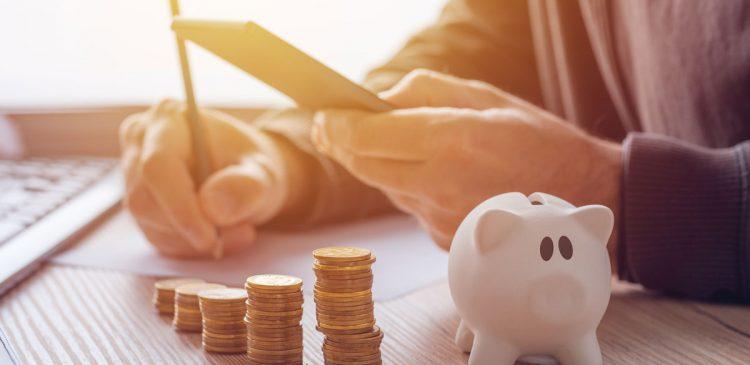 Faut-il économiser ou rembourser son prêt ?